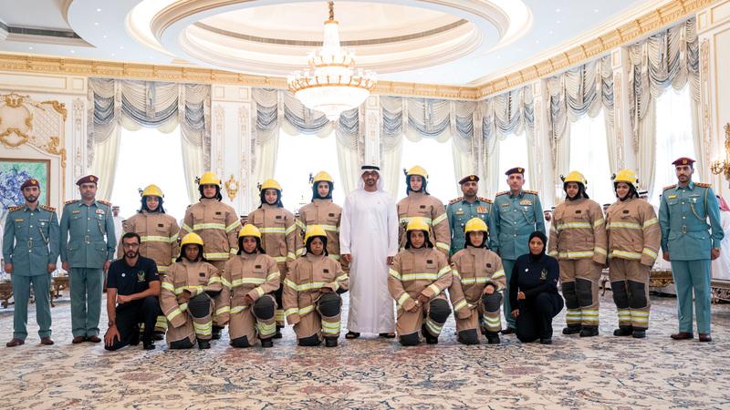 استقبل الدفعة الأولى من «الإطفائيات الإماراتيات» والمشاركات في برنامج «تطوير قدرات المرأة العربية»
